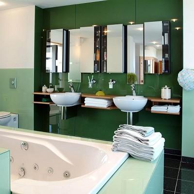 Badkamer achterwanden den hartog glas - Glas betegelde badkamer bad ...